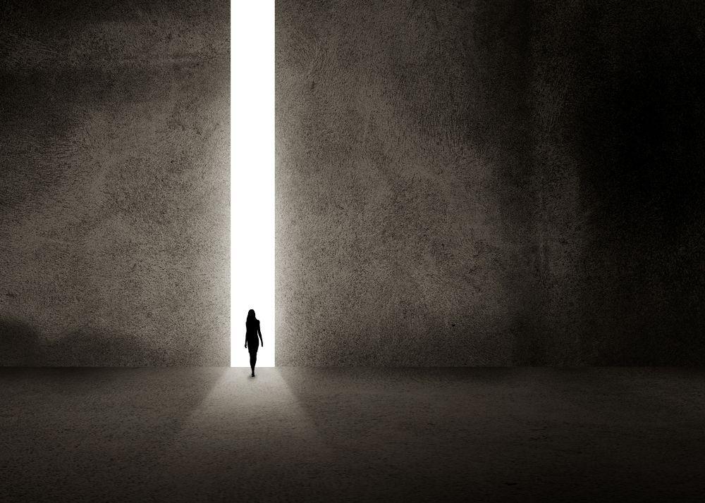 mujer en el umbral